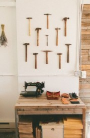 http://www.fieldstonehilldesign.com/2013/11/images-of-what-to-hang-on-the-wall.html