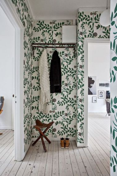 https://www.cocokelley.com/2017/03/room-week-whimsical-wallpaper-hallway/