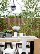 https://deavita.com/gartengestaltung-pflege/patio-bereich/sichtschutz-zaun-gartenmauer-102-ideen.html
